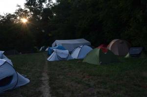 Die Zelte stehen - aber schlafen ist noch lange nicht